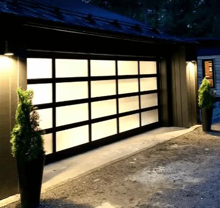 La California, avec structure d'aluminium Noir, et des fenêtres en verre Sablé, par  GARAGA