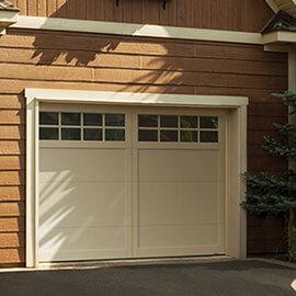 Eastman E-11, 10' x 7', porte et moulures Sable, fenêtres Panoramique 8 carreaux