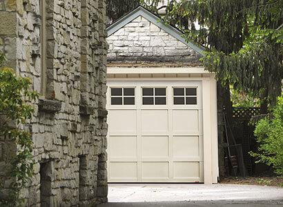 Cambridge CM, 9' x 7', porte et moulures Sable, fenêtres Panoramique 4 carreaux