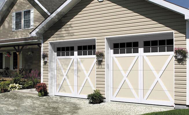 Eastman E-21, 9' x 7', portes Sable et moulures Blanc glacier, fenêtres Panoramique 8 carreaux
