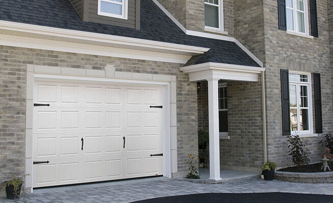 Carriage house garage door style in elkhorn - North Hatley LP, 12' x 7', Ice White