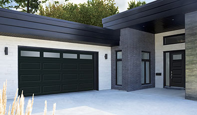 Portes de garage de style moderne - Standard+ Shaker-Moderne XL, 16' x 8', Noir, fenêtres Soft